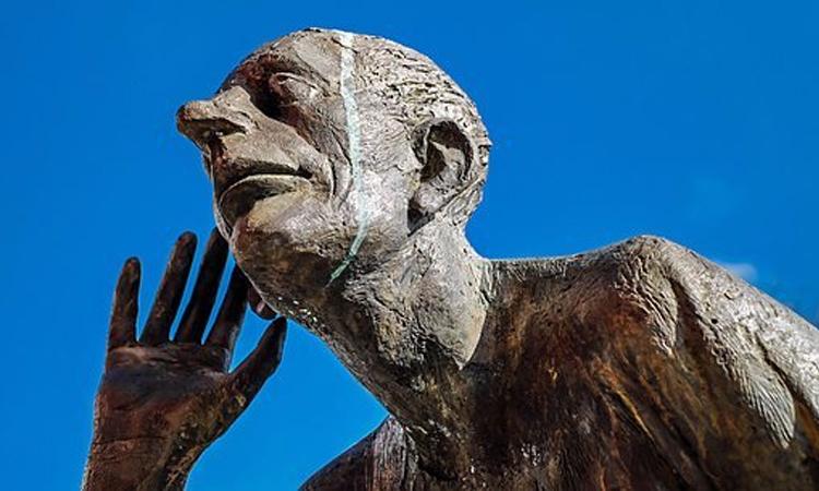 Statue listening